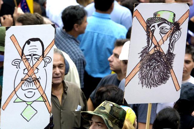 La oposición con el apoyo de empresarios, patronales, y los líderes sindicales paralizan el país durante 12 horas