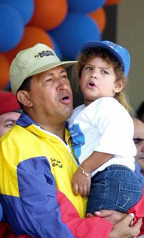 """Chávez dice que no aceptará el referéndum consultivo que propone la oposición y asevera que """"aplastará'' el paro."""