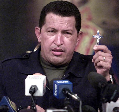 Chávez toma juramento nuevamente en la presidencia por un periodo de seis años.Tendrá derecho a reelección inmediata.
