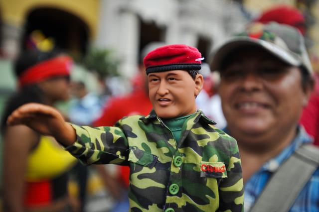 Chávez lanza su candidatura a la presidencia de Venezuela
