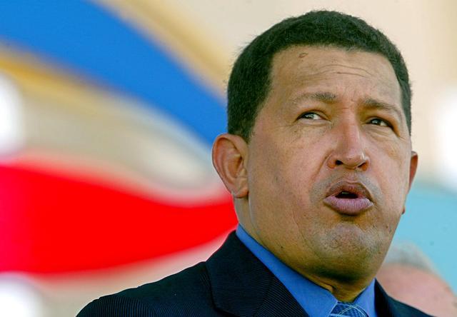 Gobierno de Chávez defiende primer año en el poder asegurando que controló la inflación. Chávez reduce el IVA y ofrece la exoneración de tributos a los empresarios que inviertan en los planes oficiales.
