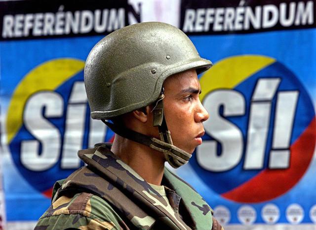 Chávez y la oposición acuerdan un referendo revocatorio como vía para solucionar la crisis