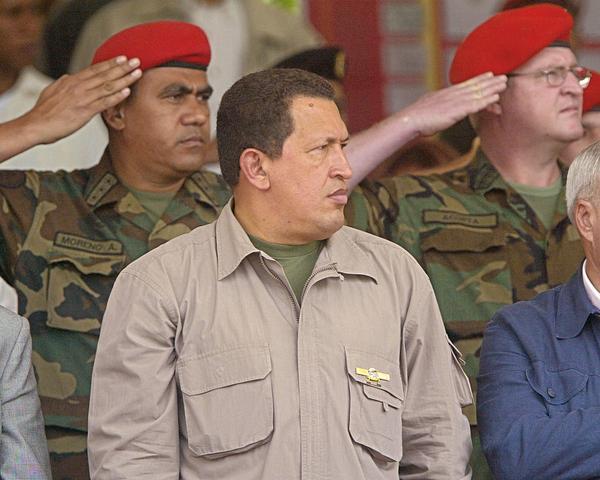 Chávez retira a los militares de Estados Unidos de los cuarteles venezolanos y pone fin al programa de intercambio militar de 1951