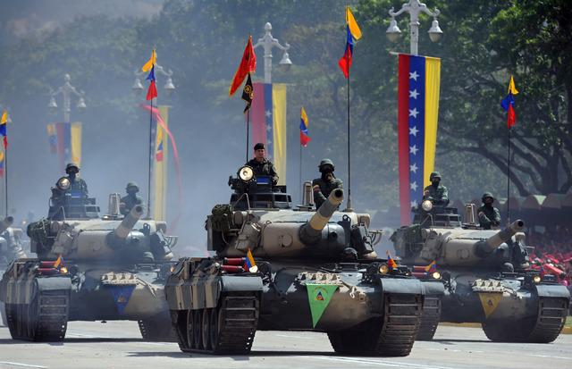 Chávez rompe las relaciones diplomáticas con Colombia