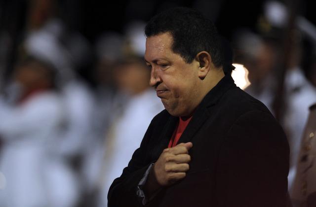Chávez suspende una gira por Brasil, Ecuador y Cuba por una lesión en la rodilla izquierda.