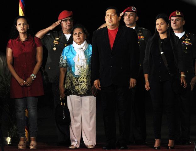 Chávez admite haber sido sometido una operación a causa de un cáncer en un hospital de La Habana, Cuba.