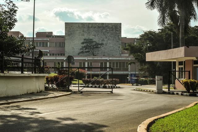 """Chávez viaja a Cuba para someterse a un tratamiento de oxigenación hiperbárica. A través de un comunicado dirigido a la Asamblea, el presidente solicitó permiso para viajar a la Isla e iniciar un """"tratamiento especial""""."""