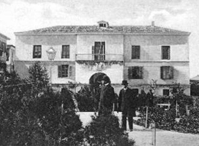 Φτάνει από το Ναύπλιο και εγκαθίσταται στην Αίγινα η Ελληνική Κυβέρνηση.