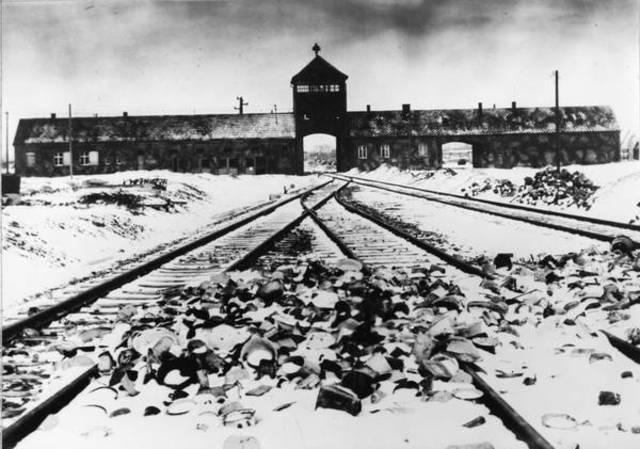 Koncentrationslägret byggdes.