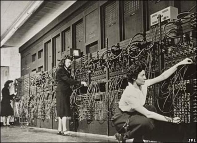 John Mauchly y John Eckert crean la primera computadora electronica
