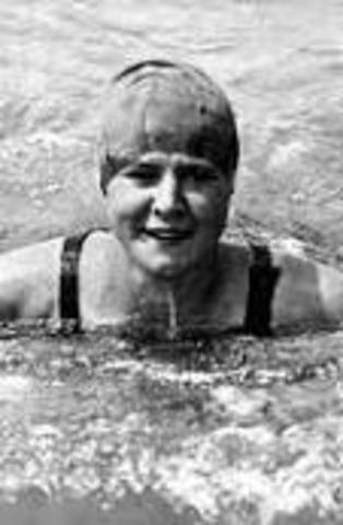 Gertrude Ederle Swims English Channel