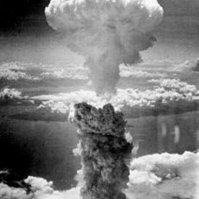 Entre guerras y paz - siglo XX timeline