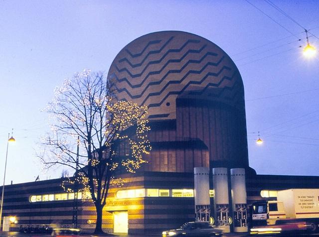 Brahe Estabishes a Research Center