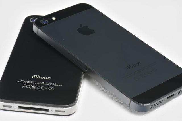 Steve Jobs creates the newest iPhone, the iPhone 5