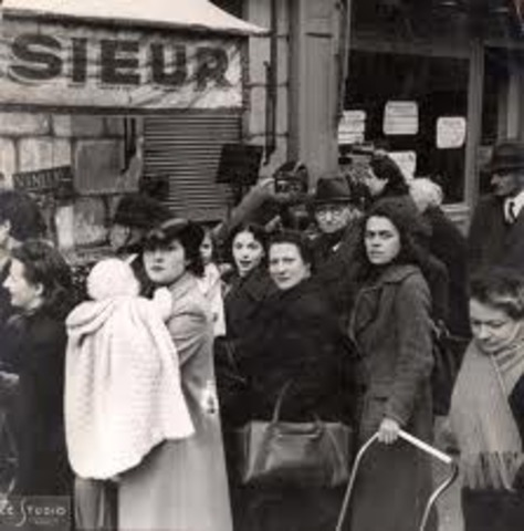 Jews allowed to shop for food between 4 pm & 5 pm only