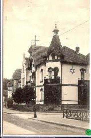 """Jewish home must display the """"Jewish Star"""""""