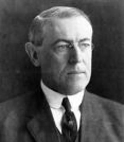 US President Woodrow Wilson declares policy of US neutrality