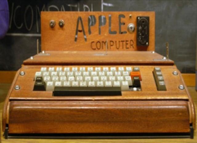 1976 – Apple I.