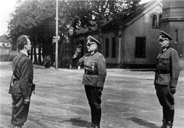 Norway surrenders to Germany