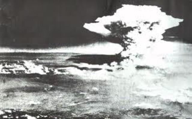 US drops bomb on Hiroshima
