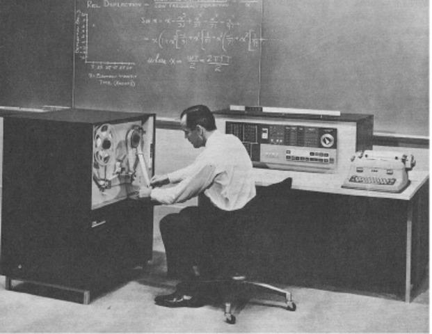 IBM lanza mainframe IBM 1620