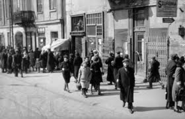The Warsaw ghetto is established