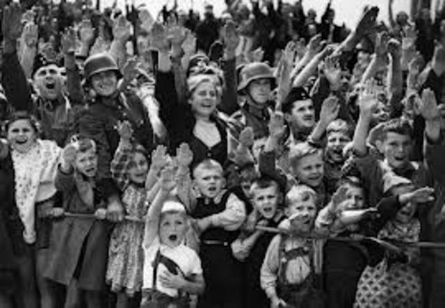 The Nuremberg Laws deprive German Jews of their citizenship.