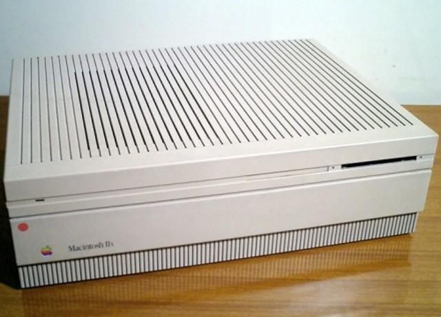 1988 – Macintosh IIx.