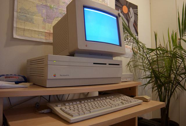 1990 – Macintosh IIfx.