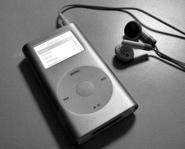 2004 – iPod mini.
