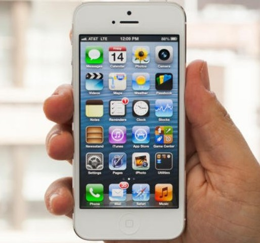 2012 – iPhone 5.