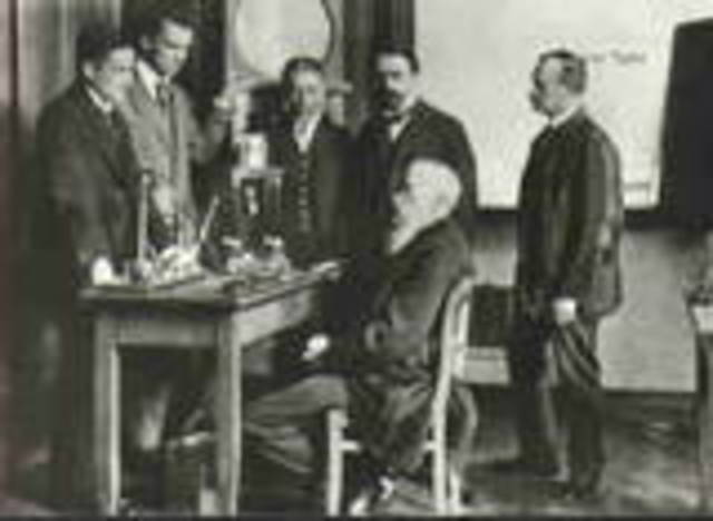 Wilhelm Wundt established the first psychology lab