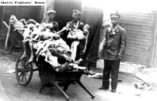 The Warsaw ghetto is closed off with approximately 500,000 inhabitants.