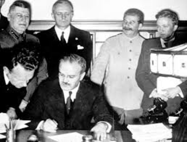 Soviet-German Non-aggression Pact signed