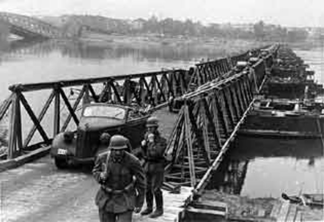 The German army invades Poland and World War II begins.