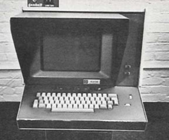 Un CRT especial, con teclado y ratón