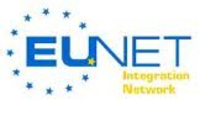 Se crea EUnet, el cual proporciona servicios USENET y correo electronico