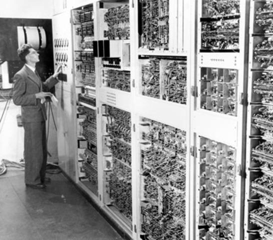 aparicion de la primera computadora