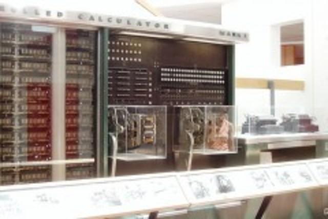 Se construyó en la Universidad de Harvard, la Mark I.
