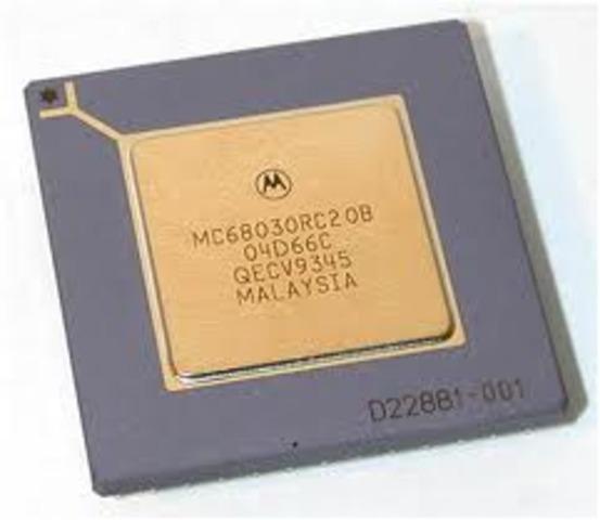 Motorola desarrolló el microprocesador 68030.