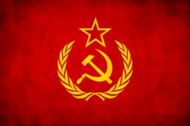 Se establece la URSS