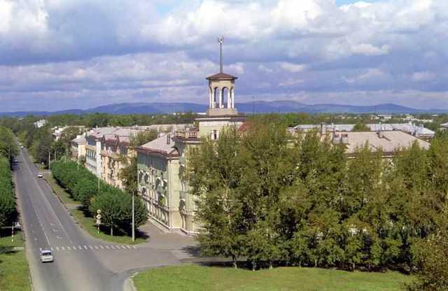 Поселок получил статус города с названием Озерск