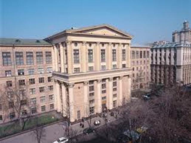 Decide  Ingresar a la Universidad Popular Shaniavsky