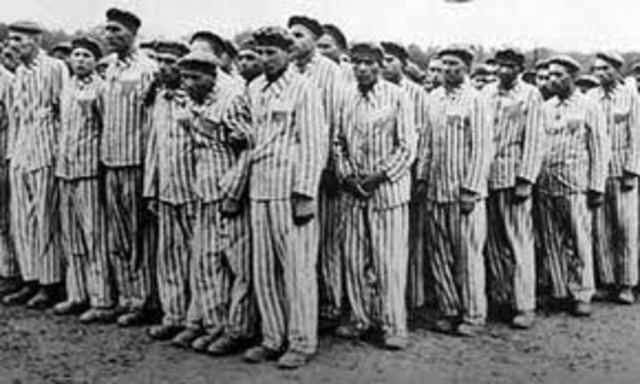ews in the Lódz ghetto are deported to the killing center at Chelmno.