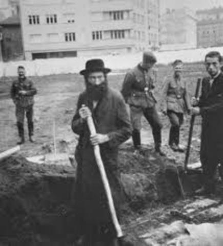 Jews first to work in Romania