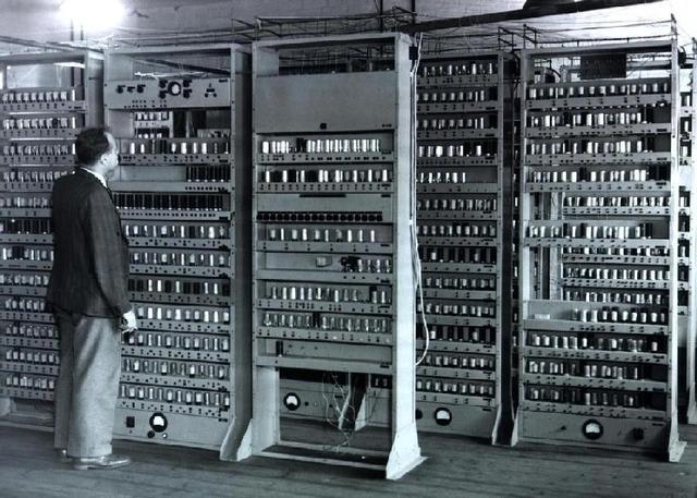 EN SERIE LOS PRIMEROS COMPUTADORES