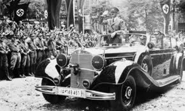 Hitler moves to Linz