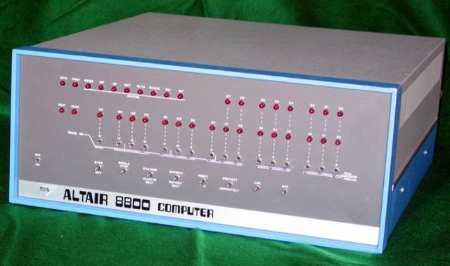 EL PRIMER MICROCOMPUTADOR: EL ALTAIR 8800