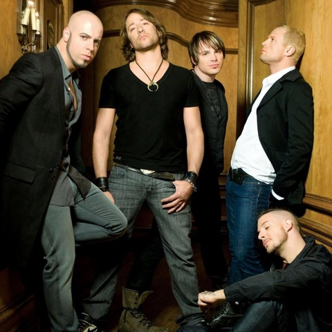 Daughtry signed with 19 Entertainment and RCA Records