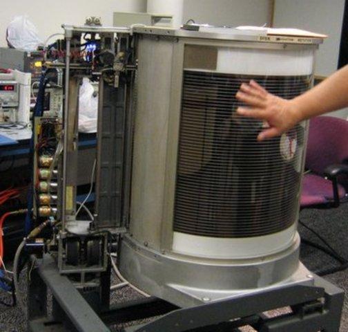 IBM desarrolla el primer disco duro llamado RAMAC
